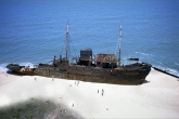 Wa11papers.ru_shipwreck_2920x1904_022